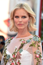 Eva Herzigova wore her short blonde locks with feathery waves at the Venice Film Festival premiere of 'Nocturnal Animals.'