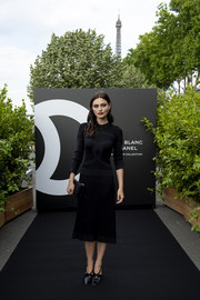 Phoebe Tonkin matched her frock with black patent pumps.