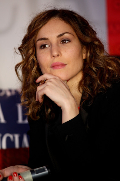 Noomi Rapace Medium Curls