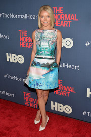 Kelly Ripa looked charming in landscape-print dress during the premiere of 'The Normal Heart.'