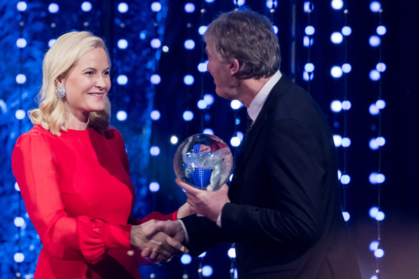 More Pics of Princess Mette-Marit Evening Pumps (1 of 17) - Princess Mette-Marit Lookbook - StyleBistro [blue,event,cobalt blue,award ceremony,fun,performance,talent show,electric blue,gesture,award,mette marit of norway,terje vag,norwegian royals attend sports gala,award,norway,hamar,olympic amphitheater,sport gala awards]