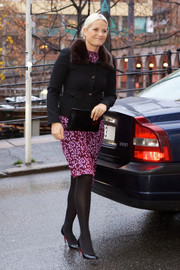 Princess Mette-Marit completed her outfit with black patent pumps by Christian Louboutin.