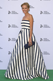 Jelena made preppy stripes look evening appropriate with this blue-and-white striped strapless gown.
