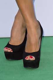 Zoe Hardman showed off her glamorous red pedicure with this pair of black peep toe pumps.