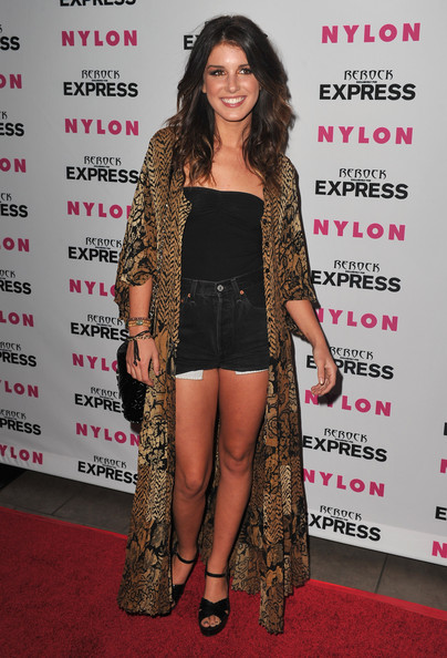 More Pics of Shenae Grimes Medium Curls (1 of 4) - Shenae Grimes Lookbook - StyleBistro