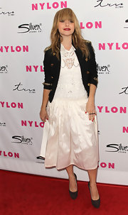 Taryn Manning paired a lacy mid-calf dress with brown suede platform pumps.