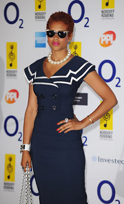 Kelis paired her navy dress with rectangle sunglasses while walking the red carpet.