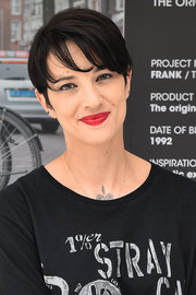 Asia Argento looked breezy with her short side-parted 'do at the O.X.S. presentation.