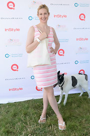 Kelly's pretty pink striped dress gave her look a preppy feel!