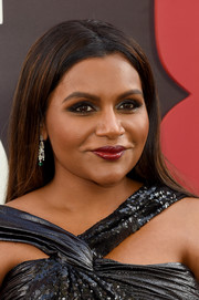 Mindy Kaling finished off her makeup with a sweep of glossy red lipstick.