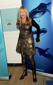 Carly Simon kept the shimmer going all the way down to her gold boots.