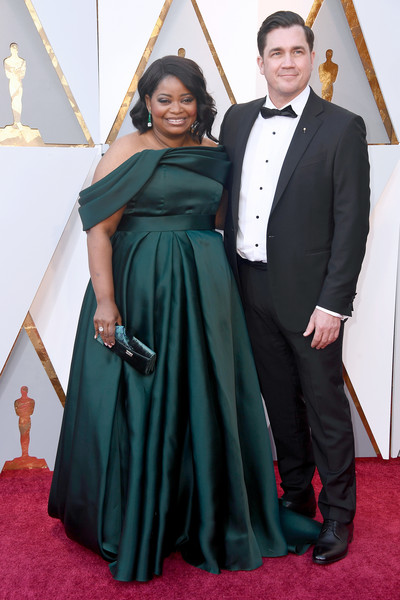 Octavia Spencer Velvet Clutch [carpet,clothing,formal wear,red carpet,suit,dress,event,flooring,tuxedo,gown,arrivals,octavia spencer,tate taylor,academy awards,hollywood highland center,california,l,90th annual academy awards,tate taylor,octavia spencer,hollywood,90th academy awards,academy awards,stock photography,photograph,critics choice movie awards,actor]