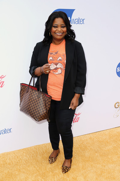 Octavia Spencer Printed Tote [fashion,footwear,shoulder,outerwear,fashion design,shoe,black hair,flooring,fashion accessory,style,arrivals,octavia spencer,nicole kidman,nadia comaneci,gold,beverly hills,california,the house,party,gold meets golden]