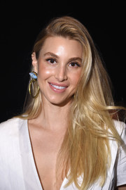 Whitney Port looked stylish with her loose side-parted hairstyle at the Oday Shankar fashion show.
