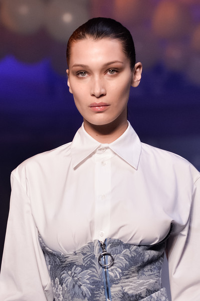 More Pics of Bella Hadid Exotic Skin Tote (1 of 12) - Tote Bags Lookbook - StyleBistro [hair,fashion,runway,fashion show,hairstyle,fashion model,beauty,skin,lip,forehead,bella hadid,part,runway,paris,france,paris fashion week womenswear fall,off-white,show]