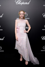 Dakota Fanning paired her lovely dress with embellished silver heels by Giuseppe Zanotti.