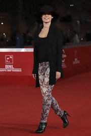 These skinny print pants were to die for on Diane Fieri. Not many can pull off a bold all-over print like this but she did it without a hitch.