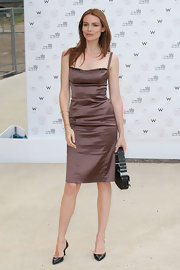Saffron Burrows looked stunning in a shimmery brown cocktail dress.