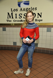 Olivia Wilde looked cozy and Christmassy in her Gap crewneck sweater while visiting the Los Angeles Mission Homeless Shelter.