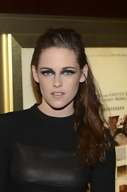 Kristen wore her chestnut waves in a half-up do for this killer look.