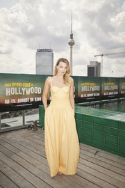 Margot Robbie matched her top with a pair of yellow wide-leg pants, also by Rosie Assoulin.