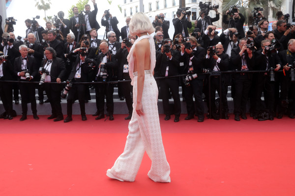 More Pics of Soo Joo Park Bob (1 of 11) - Soo Joo Park Lookbook - StyleBistro [red carpet,carpet,flooring,premiere,red,event,dress,crowd,audience,ceremony,once upon a time in hollywood,screening,soo joo park,cannes,france,red carpet,the 72nd annual cannes film festival]