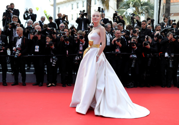 More Pics of Dakota Fanning Strapless Dress (1 of 42) - Dresses & Skirts Lookbook - StyleBistro [red carpet,carpet,dress,gown,flooring,premiere,event,fashion,haute couture,ceremony,dakota fanning,once upon a time in hollywood,screening,cannes,france,red carpet,the 72nd annual cannes film festival,cannes film festival]