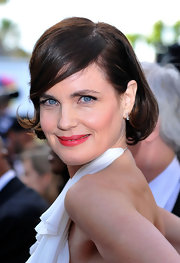 Elizabeth McGovern complemented her sultry dress with a girly bob at the 'Once Upon a Time' premiere.