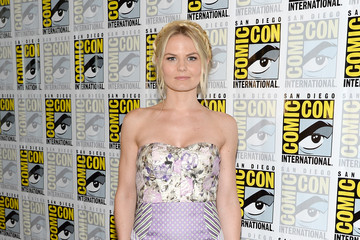 Jennifer Morrison Gets Romantic at Comic-Con