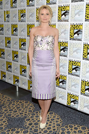 Jennifer Morrison had fun with prints at Comic-Con International 2013 where she donned a floral bustier top in a soft lavender.