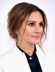 Julia Roberts sported a romantic loose bun during the premiere of 'Mother's Day.'