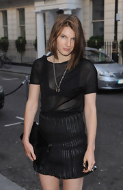 Ben donned an asymmetrical bob with a fresh-faced look and an all-black ensemble.