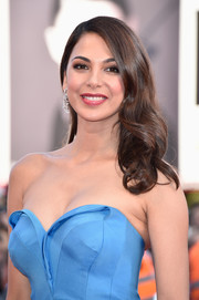 Moran Atias paired long waves with her strapless dress for an ultra-feminine look during the Venice Film Festival opening ceremony.