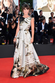 Alessandra Mastronardi posed on the Venice Film Festival red carpet looking lovely in a textured, abstract-patterned gown by Alberta Ferretti.