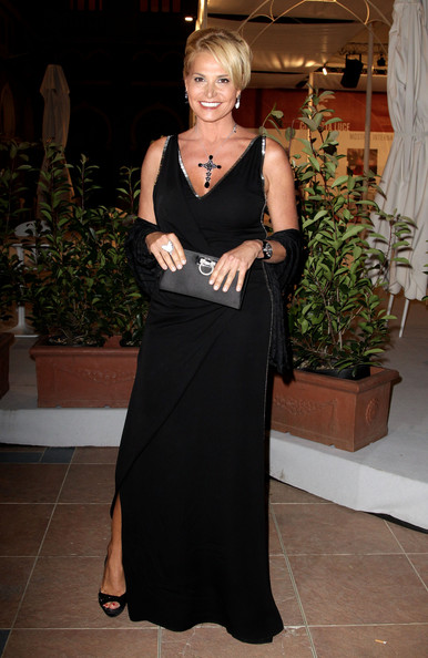 Simona Ventura looked elegant and sexy in a sleeveless black evening dress with a deep-V neckline.