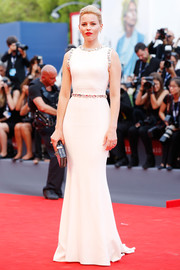 Elizabeth Banks looked simply stunning in a figure-hugging, rhinestone-embellished white gown by Dolce & Gabbana at the Venice Film Festival opening ceremony.