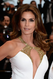 Cindy Crawford looked totally timeless on the red carpet when she sported this voluminous wavy 'do.