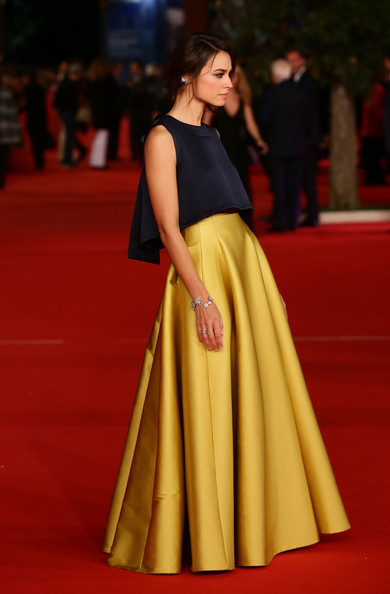Kasia Smutniak topped off her skirt with an elegant navy A-line crop-top.