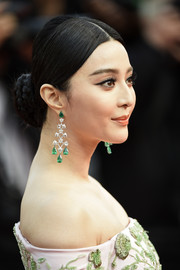 Fan Bingbing polished off her look with a pair of emerald chandelier earrings by Chopard.