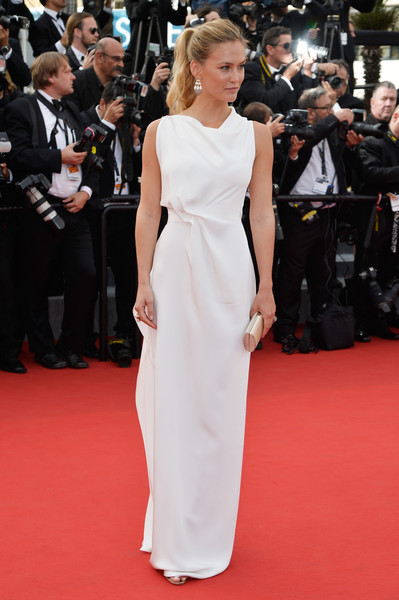 Bar Refaeli was minimalist-elegant at the Cannes Film Festival opening ceremony in a draped white column dress.