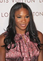 Serena Williams topped her look off with a sleek center part full of loose curls.