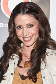 Shannon Elizabeth styled her brunette locks into soft ringlet curls.