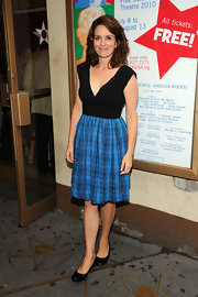 Tina Fey looked sweet and girlish in a black and blue plaid dress.