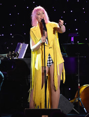 Natasha Bedingfield gave a performance at the Smile Gala wearing a fringed yellow blazer over a houndstooth corset.