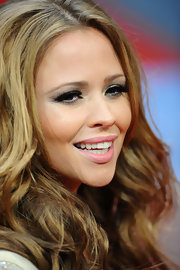 Kimberley Walsh added some brightness to her beauty look with a swipe of pink lipstick.