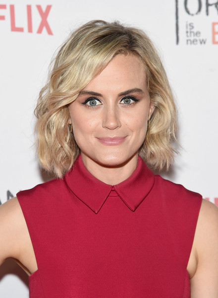 More Pics of Taylor Schilling Strappy Sandals (4 of 13) - Heels Lookbook - StyleBistro [hair,blond,face,hairstyle,chin,lip,eyebrow,beauty,hair coloring,brown hair,taylor schilling,skylight clarkson sq,new york city,orangecon fan event]