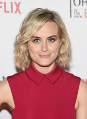 Taylor Schilling sported cute short waves at the Orangecon fan event.