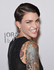 Ruby Rose wore a short side-parted hairstyle at the Orangecon fan event.