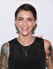 Ruby Rose's dangle earrings made a matching set with her pendant necklace.