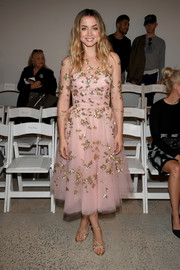 Ana de Armas wore a swoon-worthy pink Oscar de la Renta dress adorned with gold sequin clusters when she attended the brand's fashion show.